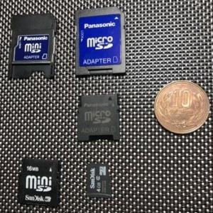microSDとminiSDのアダプターとmicroSDをminiSDにセットするアダプター