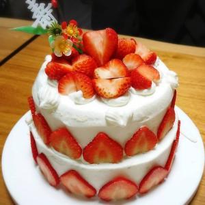 家族でお祝い。アットホームなウェディングケーキ