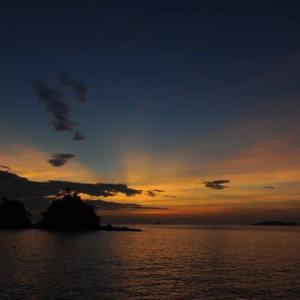 空と雲の色合いが素晴らしい夜明け