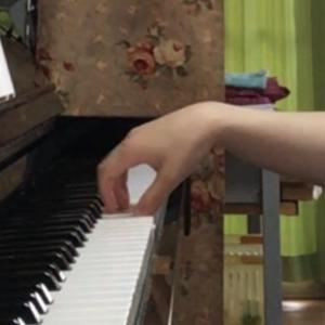 オンラインの大人の生徒さん、脱力された自然な奏法ができています。