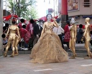 招き猫のある大須ふれあい広場で…大駱駝艦!!金粉ショ―!!2019