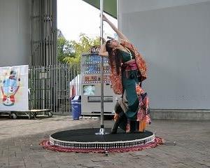 「サカハロ大道芸フェスティバル2019」…若宮広場で…ポールダンス…めりこさんのパフォーマンス!
