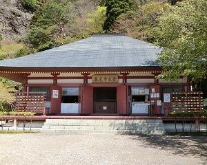石段1425段を必死に上った…鳳来寺本堂にて参拝する