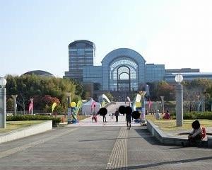 2020年秋…第2回日本大道芸フェスティバル…初日…イベント広場で音楽芸人「こまつ」さんのパフォーマンス