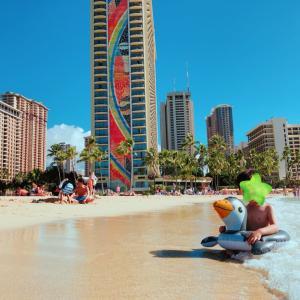 【3歳の息子とハワイ2人旅】大好きなガーリックシュリンプをワイキキのビーチで見つけた!!