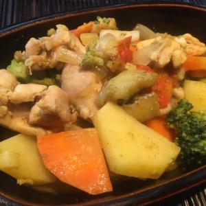 【収穫した夏野菜を使って「水を加えない夏野菜カレー」】✨