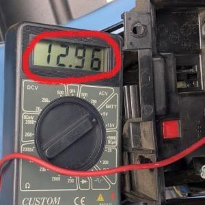 バッテリーの電圧を調べる