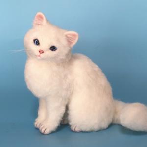 ♪やっと髭が生えてきた白猫さん