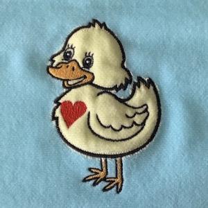 アヒルの子刺繍♪