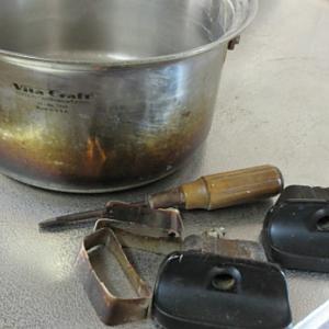 外出自粛なら道具のお手入れも!! ステンレス、土鍋を重曹でキレイに!