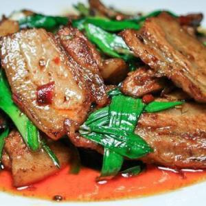中国人「キャベツじゃない本物の回鍋肉を出す店が日本じゃ潰れてしまうネ…悔しいアルヨ」