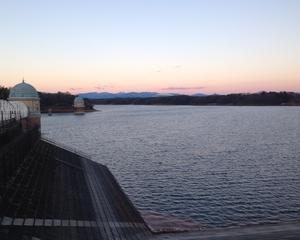 多摩湖の初日の出