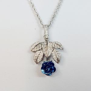 青いバラの花言葉
