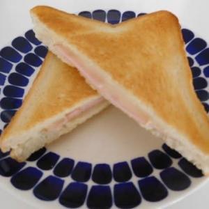 ハムとチーズのトーストサンド ☕ と、おうち映画「しあわせの隠れ場所」
