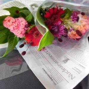 お花を携えて・・・💐