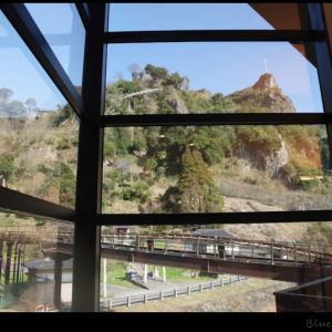 津奈木美術館と重盤岩と