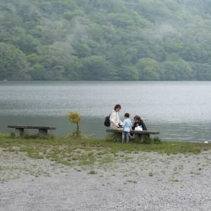 榛名湖の八重桜とズミ