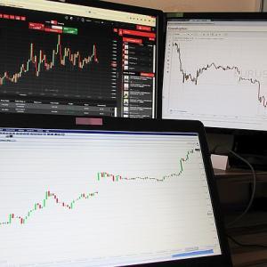 投資にパソコンのディスプレイはいくつ必要か|投資のパソコン環境