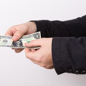 証券会社が取る手数料は成果報酬にするべき