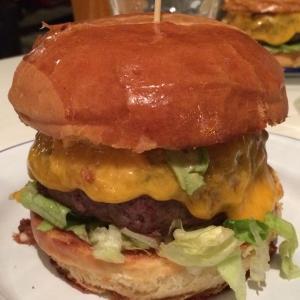 パリで屈指のグルメバーガー!『L'Artisan du Burger』