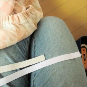パジャマのズボンに使っている「平ゴム」は半端に余りますが、こんな感じで使い切っています。
