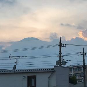 桃、虹、夏空、富士山