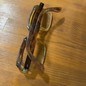 鼈甲の眼鏡でっか?