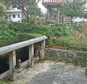 北中城村の大城集落内に点在するアガリヌカーなどの史跡群☆