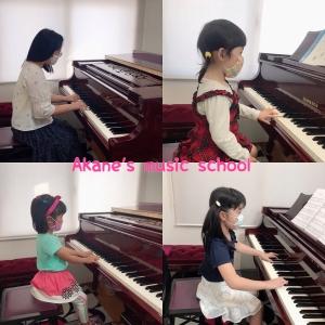 マスクでピアノを弾くのも結構…