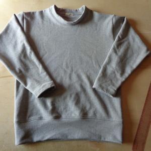 トレーナー縫う