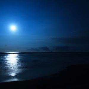 砂浜からみる中秋の名月(蚊口浜)