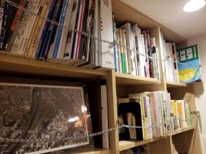 本棚の地震対策