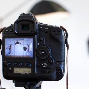 写真撮影時のポイント(短髪男性、ショートカット女子)