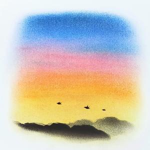 【オリジナルアート】風景画 夕焼け空に飛ぶ親子の鳥 ソフトパステル