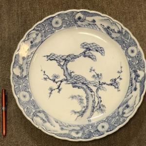 皿鉢料理用の大皿6枚の定位置はベランダの室外機の上