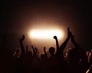 ライブで生計をたてる人たち