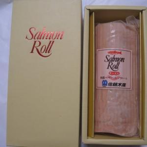 石狩市から北海道サーモンロールチーズ入り1本届きました。