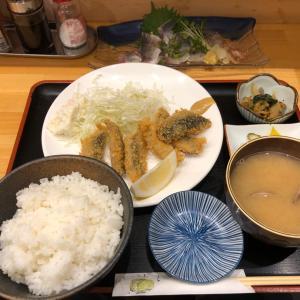 安定的な美味さ!アジの刺身とイワシのフライ定食