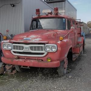 ボンネット式消防車🚒