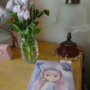 ストックのお花とブライスちゃん