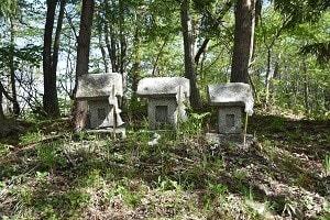 石仏979烏兎山(岩手)石祠・日の神