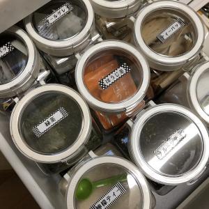 お気に入りの収納コーナーはフレッシュロックを使ったお茶バイキング♪