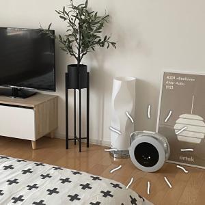 丸いデザイン・コロンと可愛い寝室で使うシンプルな家電