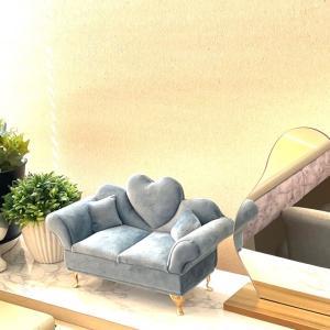 【フライングタイガー】新商品・美しいソファー型のジュエリーケース