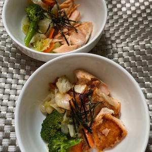 焼きサーモンと炒め野菜ごはん
