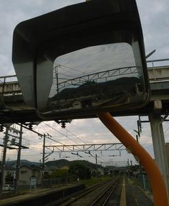 彦崎駅ホームミラー。