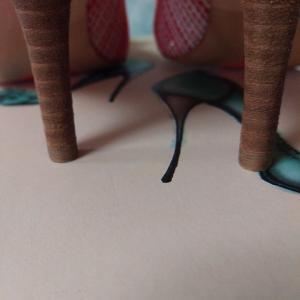 ヒールの踵が汚いのに綺麗に歩けるはずがない!