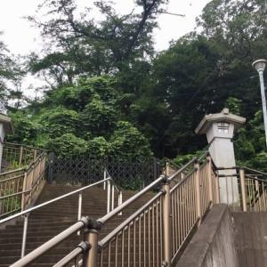 県戦没者慰霊堂と資料館&カフェ「十三番地」。