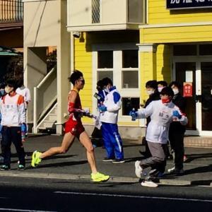 コロナ禍の新春の風物詩「箱根駅伝」の応援風景。