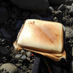 【日記】河原でホットサンドを焼きながらハーモニカを吹く男がいたら、それは俺の可能性がある。